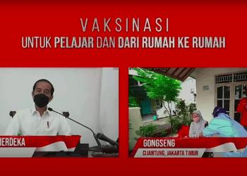Presiden Jokowi berdialog dengan peserta dan pelaksana vaksinasi dari rumah ke rumah, secara virtual, Rabu (14/07/2021) pagi. (Sumber: Tangkapan Layar YouTube Sekretariat Presiden)