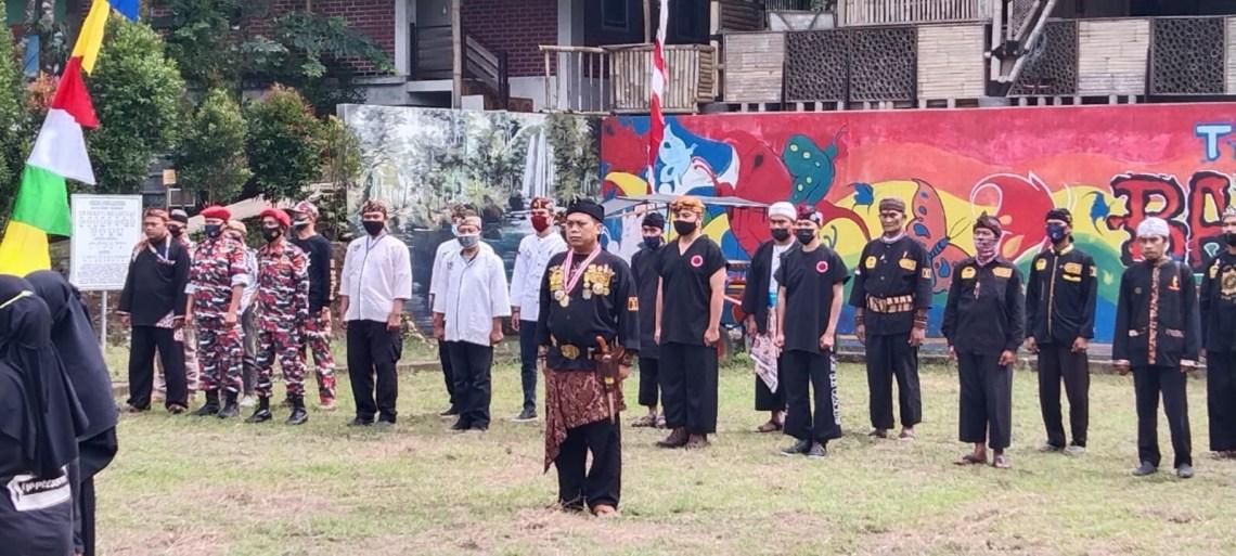 Pakaian adat mewarnai Upacara Peringatan Hari Kemerdekaan ke-76,  di lapang Batu Mahpar Galunggung Kabupaten Tasikmalaya, Selasa (17/8/2021).(Foto: ist)