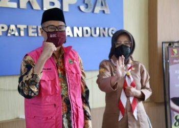 Pimpinan dan Anggota Komisi V DPRD Jabar saat melakukan study komparatif ke DP2KBP3A di Kabupaten Bandung (Foto: BBcom)