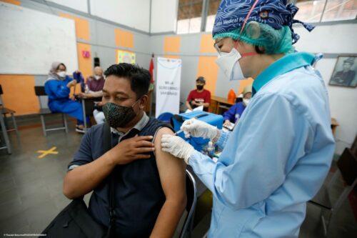 Gebyar vaksin menuju target 32 juta jiwa penduduk Jabat, pun terus dilakuan, seperti yang hadir di SLB Negeri Cicendo Kota Bandung, Sabtu (25/9/2021).(Foto: ist)