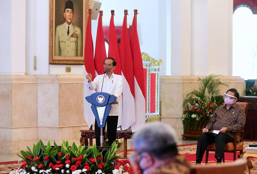Presiden Joko Widodo menerima perwakilan para ketua asosiasi di bidang ekonomi dan bisnis, Rabu (08/09/2021), di Istana Negara. (Foto: BPMI Setpres/Kris)