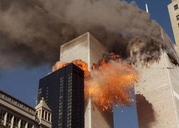Menara kembar WTC diserang hingga menewaskan 3000 orang (Foto: AP/Liputan6.com)