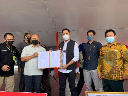 Plt Bupati Bandung Barat Hengki Kurniawan bersama Kepala BNN Jabar Benny Gunawan (Foto: Istimewa)