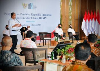 Pengarahan Presiden Joko Widodo kepada para direktur utama BUMN, di Ballroom Hotel Meruorah Komodo, Kabupaten Manggarai Barat, Nusa Tenggara Timur, Kamis (14/10/2021). (Foto: BPMI Setpres/Laily)