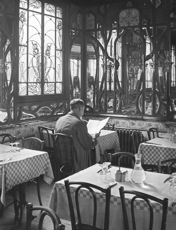 Le Chartier du Quartier Latin, Paris. André Kertész.