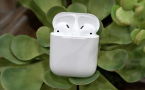 Apple AirPods Review & Giveaway!