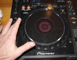 Pitch bending con la jogwhell di un lettore per dj cdj