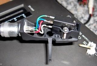Collegamento dalla conchiglia alla testina con i fili wires