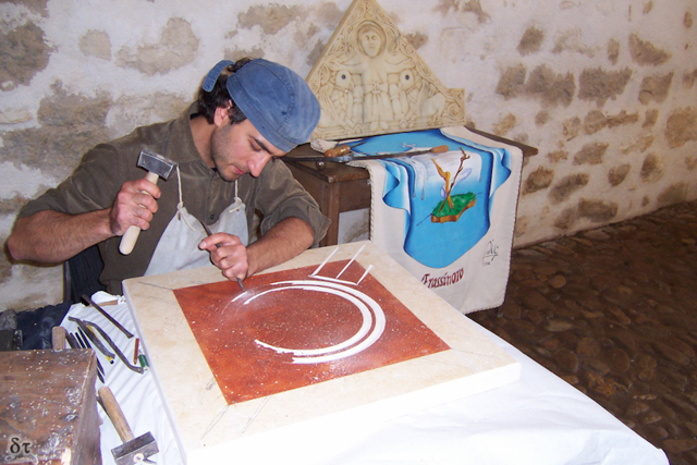 Carving the logo for the Reaseau Europeen des Sites Casadeen at La Chaise Dieu (France), 2011