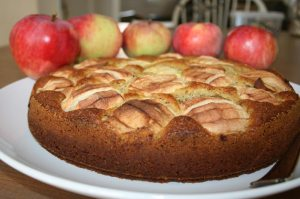 Versunkener Apfelkuchen, ganzer Kuchen. Rezeptbild
