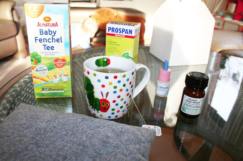 Foto von Unserer typischen Hausapotheke für die Kinder mit viel Tee und Wärmekissen. Darjas Welt