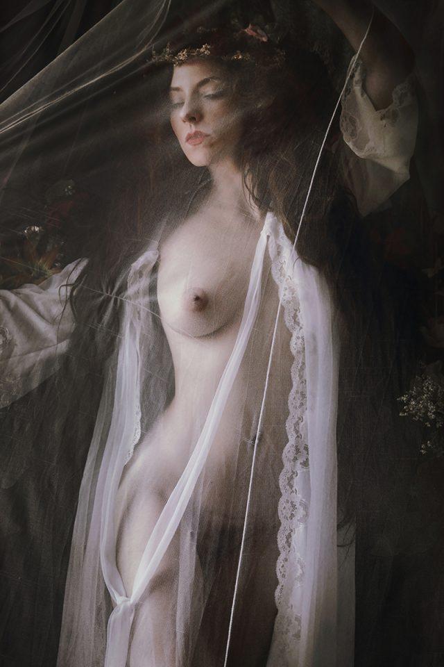 Natalia Kovachevski (luna.kova.5 ig natalia_kovachevski) - self-portrait - Tale of Maria Morevna - PL is lunamodel.book.fr