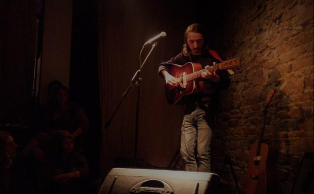 Raoul Vignal – «Under The Same Sky» (live au Bal des Fringants)