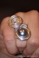 bague une perle grise et spirale prix : 6€