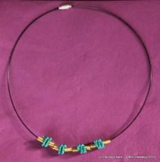 Collier tour de cou avec perles alu faites à la main prix : 8 €