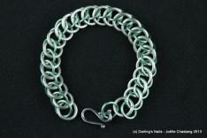 Bracelet en maillons d'aluminium colorés prix 15€