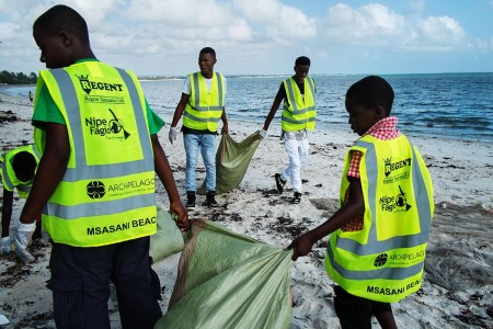 L-R Abdallah, Wiista, Amani and Sunday pitch in to clean up Msasani Beach. Photo: Daniel Hayduk
