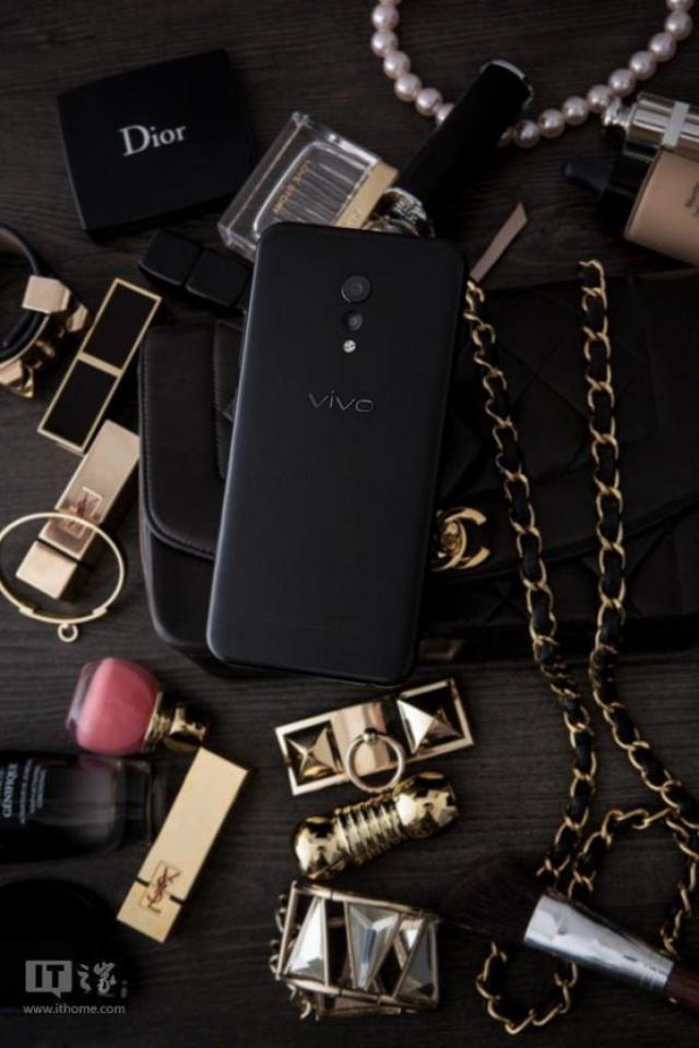 Vivo-XPlay-6-Matte-Black-Edition-5