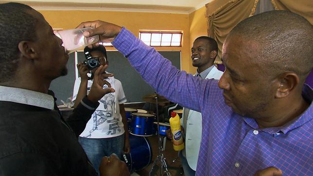 Südafrika: Wenn der Pastor mit Domestos