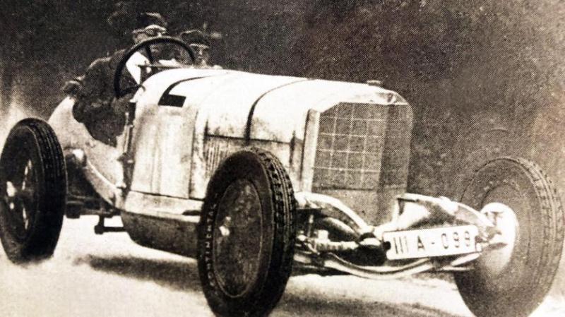 """Adolf Rosenberger im Mercedes GP-Rennwagen, Typ """"Großmutter""""."""