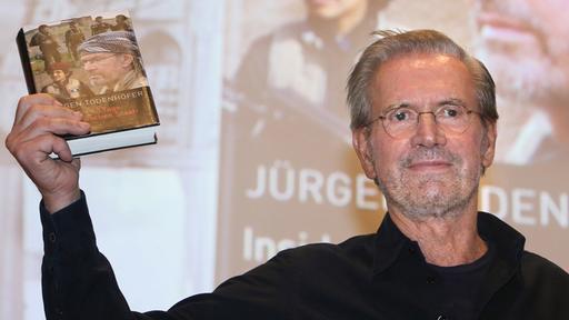 """Jürgen Todenhöfer stellt sein Buch """"Inside IS – 10 Tage im 'Islamischen Staat'"""" vor."""