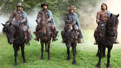 Die Musketiere: Aramis (Santiago Cabrera), Porthos (Howard Charles), Athos (Tom Burke) und D'Artagnan  (Luke Pasqualino).