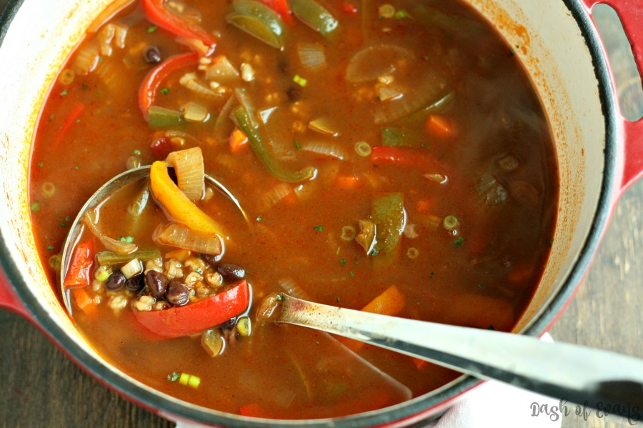 A super healthy Fajita Veggie & Brown Rice Soup. Yummy! Make a large batch for weekday lunches--or add shredded chicken to bulk it up for dinner. via @DashOfEvans