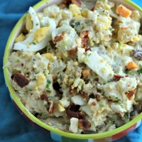 Looking for a new twist on your grilling classic side? Try this Loaded Ranch Potato Salad for your next BBQ! via @DashOfEvans #SundaySupper