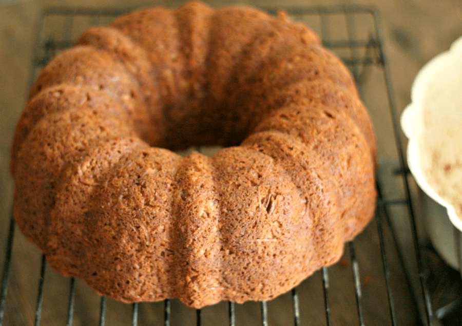 The best apple cake you'll find! This bunt cake is filled with spiralized apples, cinnamon and crunchy pecans--YUM! via @DashOfEvans #Fall #Apples #Cake #Spiralized