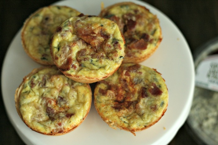 Spinach, Artichoke and Bacon mini quiche cups--delish AND easy. Perfect for a holiday party or brunch! Using @LaTerraFina dip makes this a snap to make. YUM! via @DashOfEvans