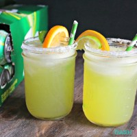 Looking for the perfect Game Day Margarita? This is your drink! Using fresh juice, 7UP® and agave, this margarita is a refreshing treat! To kick it up a notch, add some tequila! via @DashOfEvans