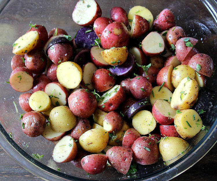 Easy roasted potatoes with rosemary via @Dashofevans