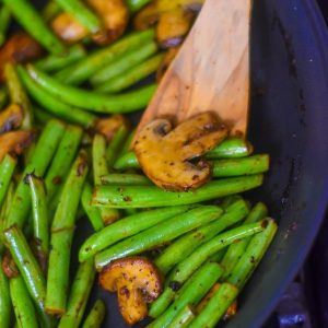 Garlicky Green Beans & Mushrooms