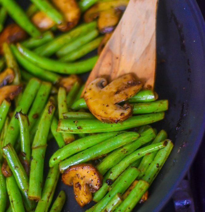 Garlicky Green Beans & Mushrooms