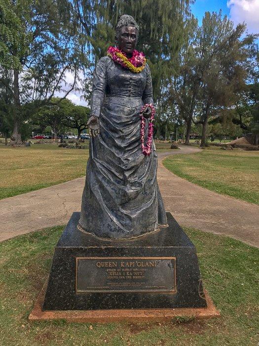 Statue of Queen Kap'iolani on Waikiki Beach, Honolulu, Hawaii