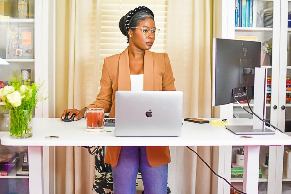 How I Work Smarter with an Affordable Sit Stand Desk