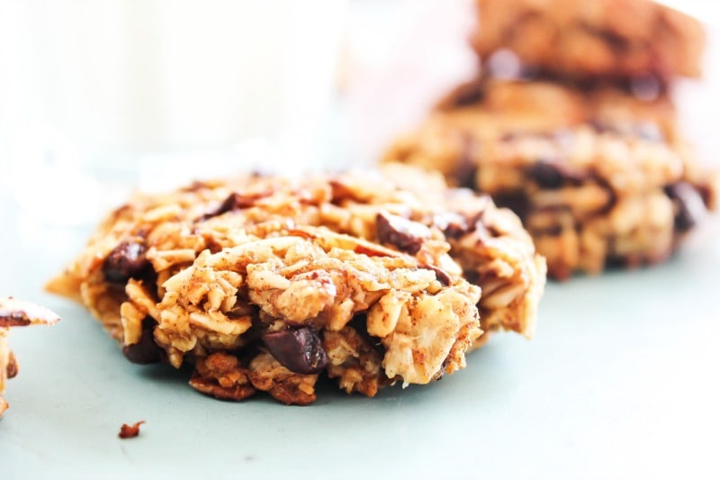 Pumpkin Oat Breakfast Cookies are a fall inspired, grab-and-go healthy cookie. It's like a mini-pumpkin pie, ideal for breakfast or an anytime of day snack. pumpkin-oat-breakfast-cookies-cookies