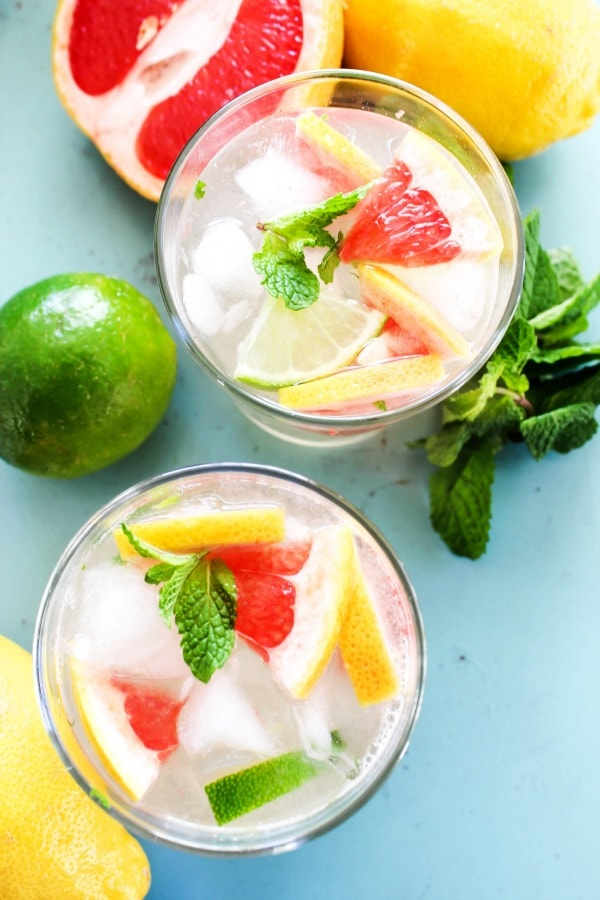 Ruby Princess Nojito {Mocktail} is a twist on the classic Mojito. A thirst quenching minty lime mocktail that is perfect to serve for any occasion. nojito-view