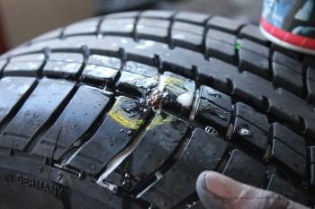 Rover Mini Xn - Reifen auf Dichtigkeit prüfen 2