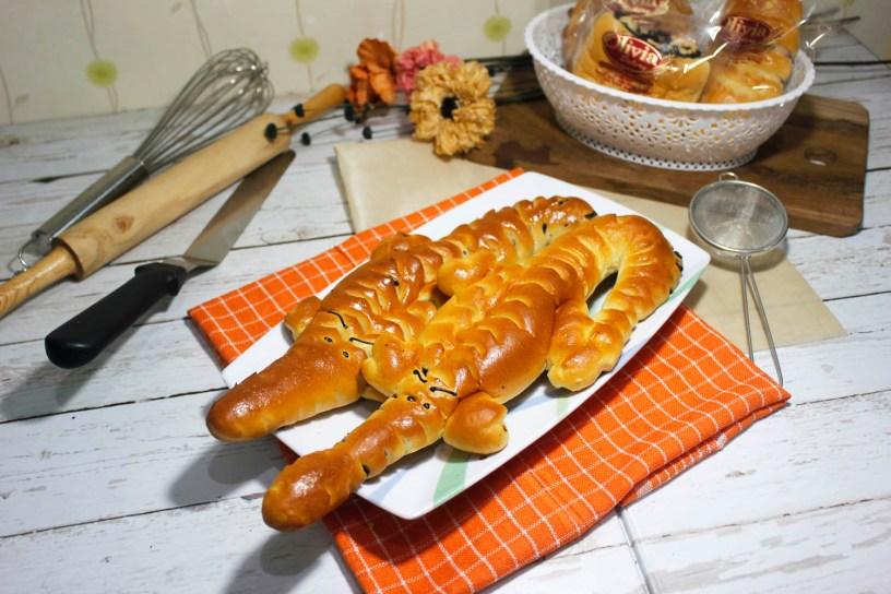 Cara Membuat Roti Buaya Isi Strawberry