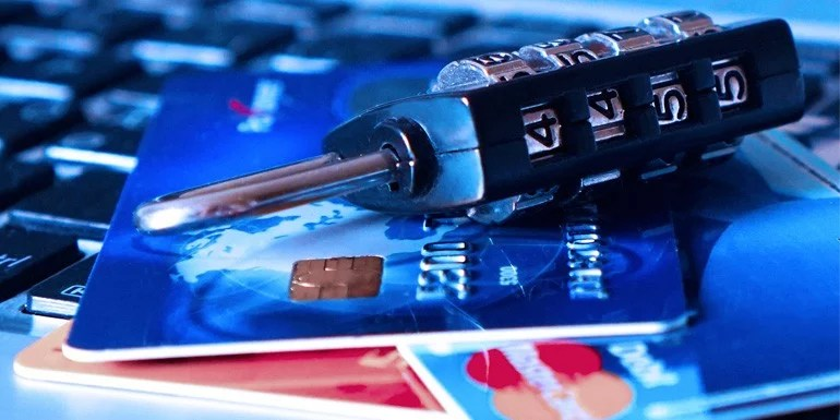 Hackers stole 32 lakhs Indian debit cards details, Banks starts blocking the cards