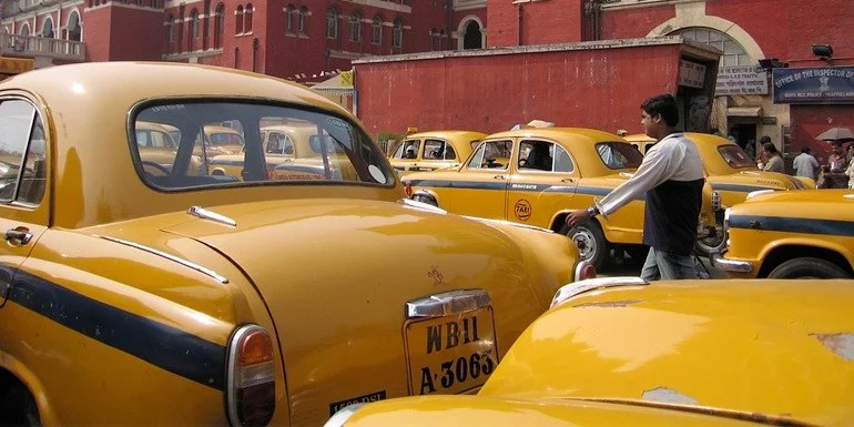 Reliance to enter online taxi service, launching later this Year