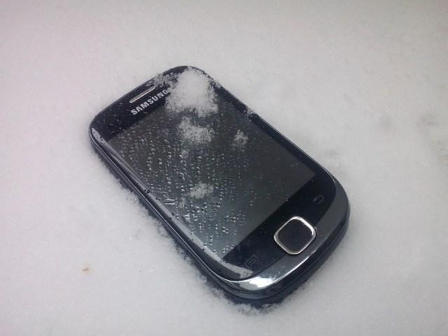 mobilni-telefon-sneg-1