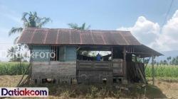 Kondisi rumah tempat Yogi Arman menjalani isolasi mandiri di Nagari Bahagia, Kecamatan Padang Gelugur, sepulangnya dari Bogor. (Foto: Istimewa)
