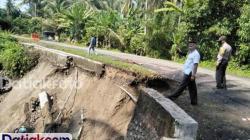 Jalan penghubung Kabupaten Padangpariaman dan Agam, di Nagari Kuranji Hulu, Kecamatan Sungai Geringging, terancam putus. (Foto: Istimewa)
