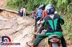 Jalan Muaro Sijunjung Menuju Silokek Rusak Berat