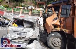 Kecelakaan Beruntun di Lembah Anai, AKDP Borneo Terjun ke Sungai