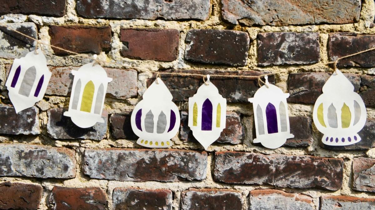 Ramadanlaternen Girlande an der Mauer dekoriert