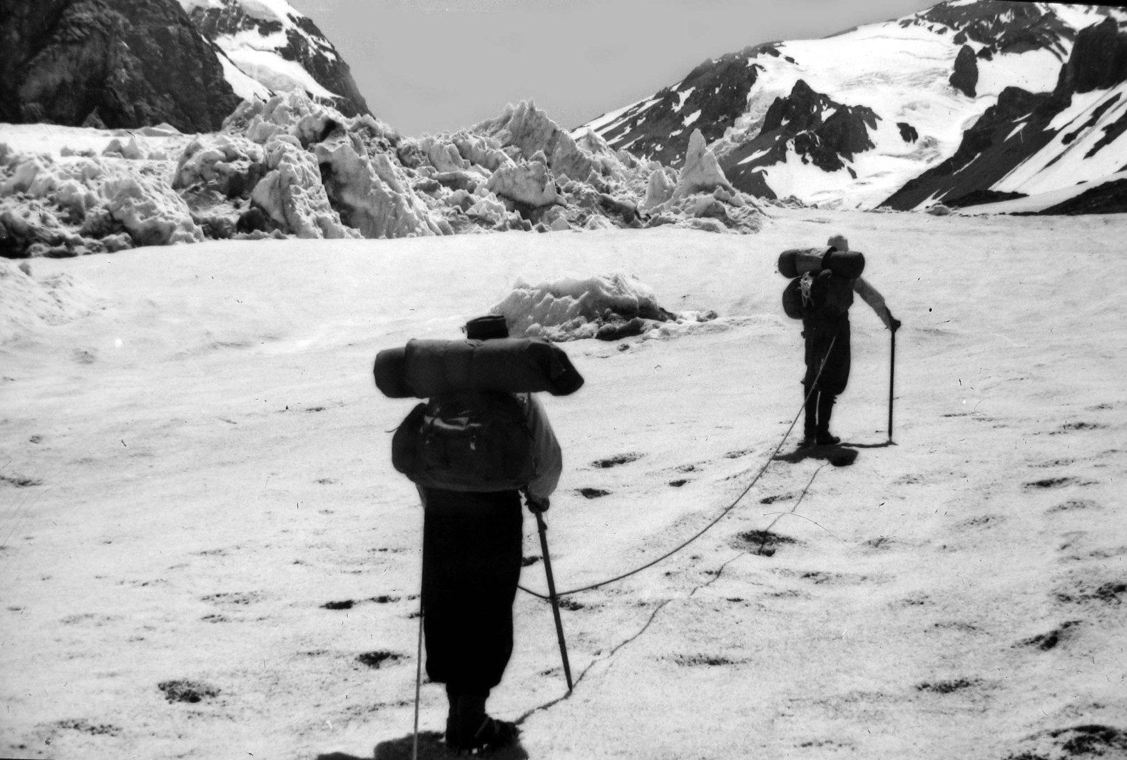 Primer Ascenso Cumbre Oeste del Loma Larga – 1942 por Barentin, Stein y Goyeneche