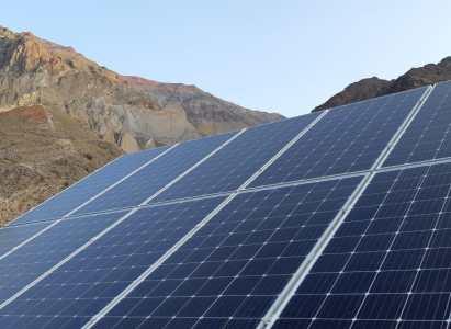 Nuevo proyecto solar con baterías dará energía a Refugio Lo Valdés